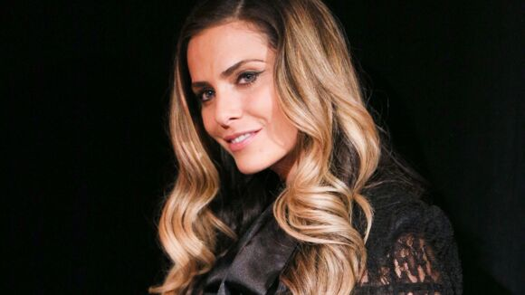 clara morgane est enceinte de son premier enfant voici. Black Bedroom Furniture Sets. Home Design Ideas