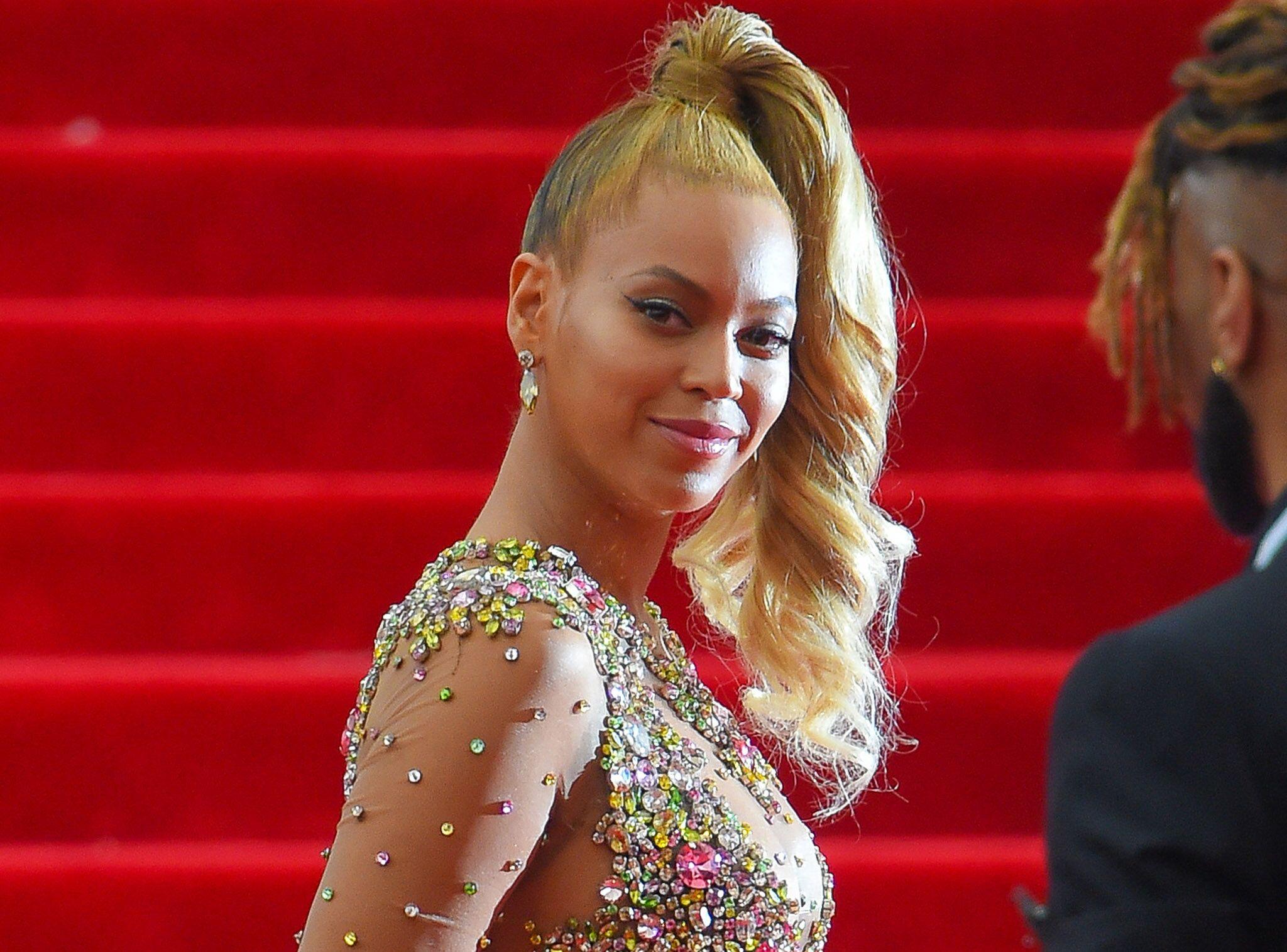 À Des S'offre Voici 000 En Euros Chaussures 280 Beyoncé Diamants cl1TKFJ