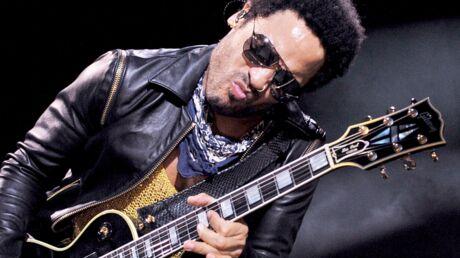 Lenny Kravitz dévoile accidentellement son pénis en plein concert