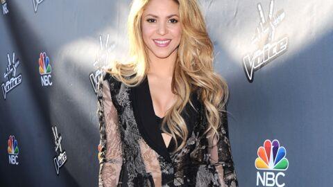 PHOTOS Le look raté du jour: Shakira et son chemiser ultra décolleté