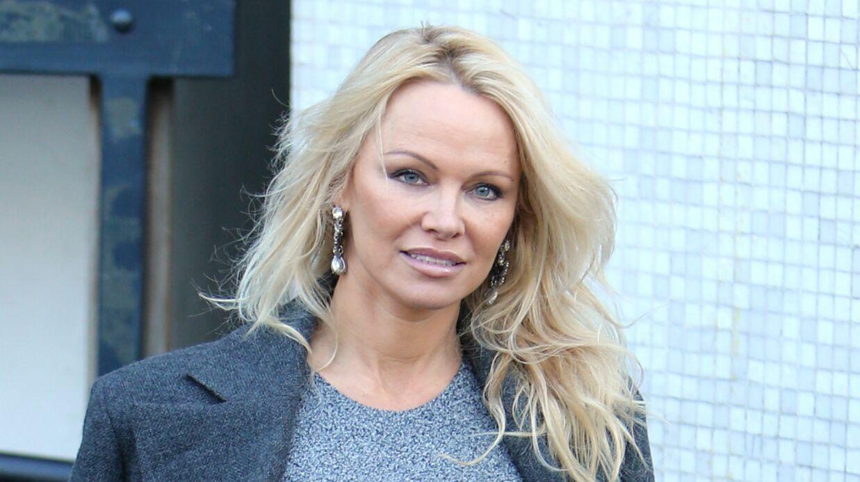 PHOTOS Pamela Anderson ultra sexy, elle pose en lingerie