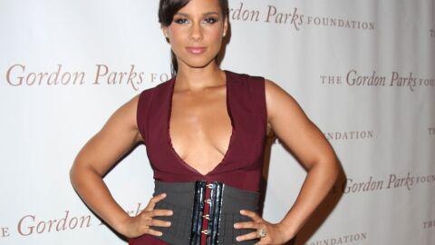 PHOTOS Alicia Keys ose la robe très décolletée pour un dîner caritatif