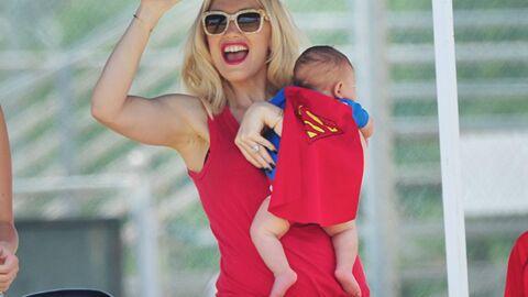 PHOTOS Gwen Stefani, une maman sexy au match de foot de son fils