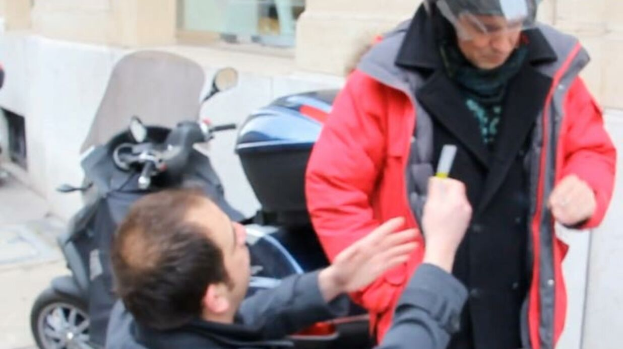 VIDEO Olivier Bourg tente de convertir les people à la cigarette électronique