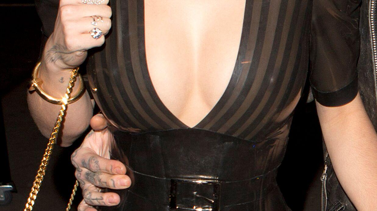 PHOTOS Rita Ora récidive avec une robe en latex transparente et ultra décolletée