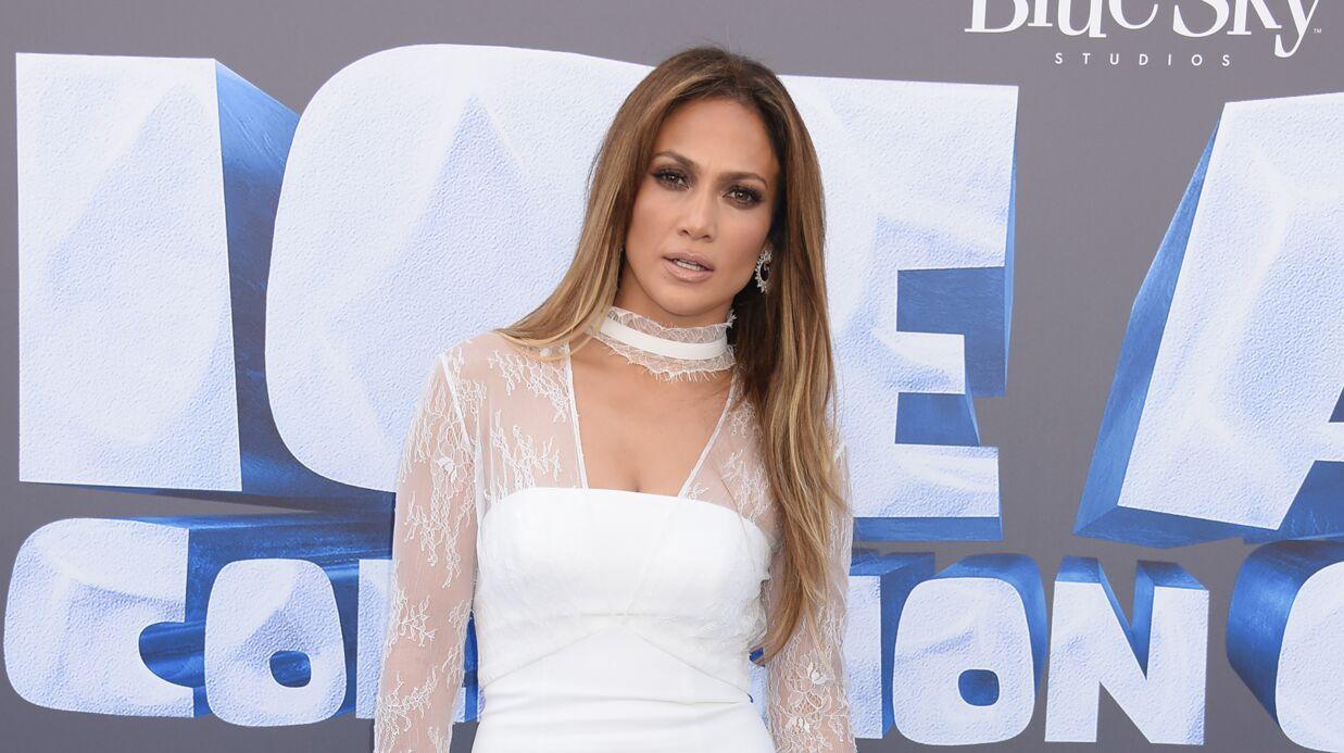PHOTO Jennifer Lopez dévoile ses formes dans un selfie très sexy à la Kim Kardashian