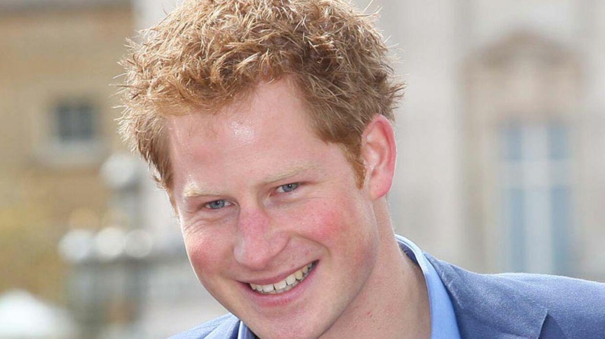Un petit garçon se moque du prince Harry lors d'un gala de charité