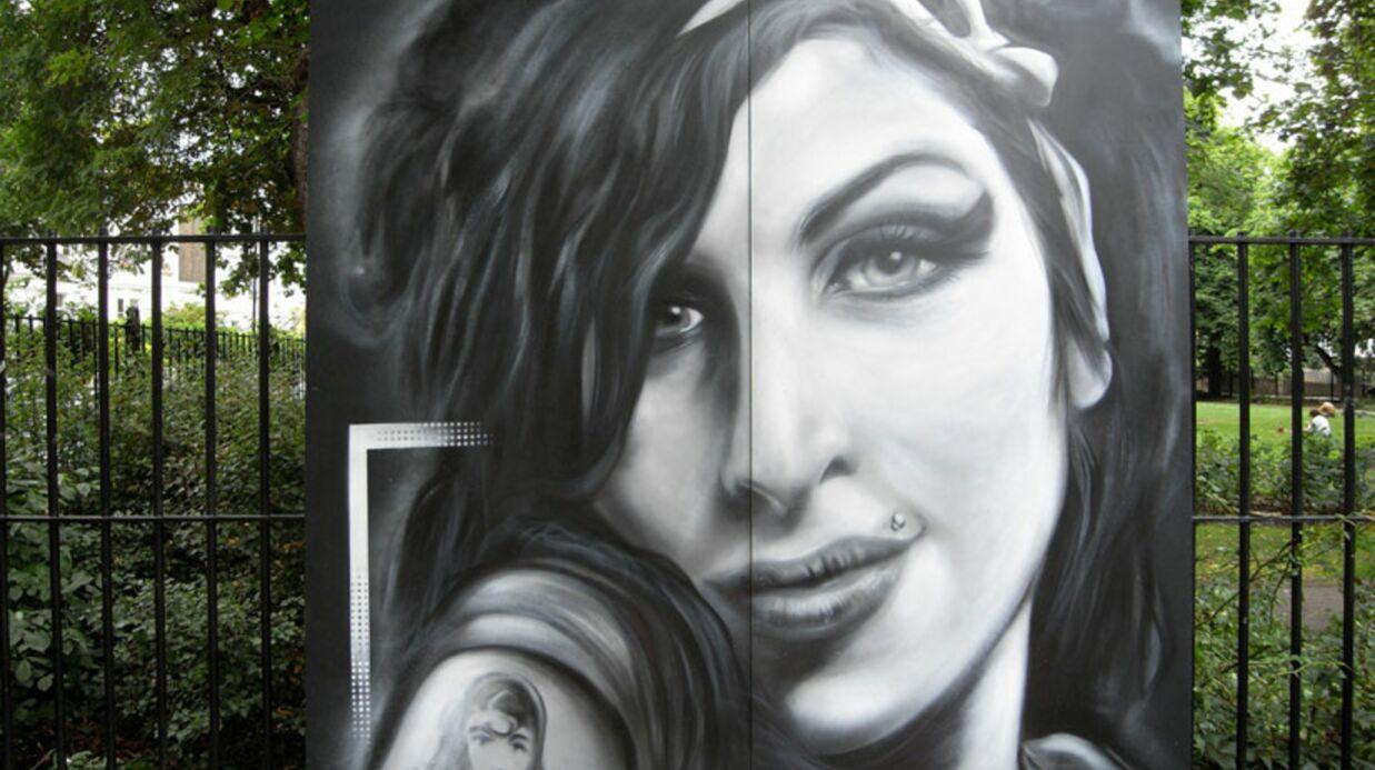 La famille d'Amy Winehouse: un voyage pour se recueillir