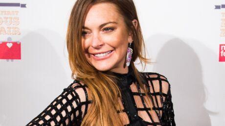 PHOTO Lindsay Lohan s'affiche topless et en culotte sur Instagram