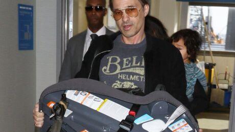 Enervé, Olivier Martinez fait chuter un employé d'aéroport à coup de siège pour enfant