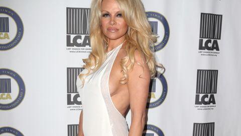 PHOTO Pamela Anderson pose topless pour un cliché torride