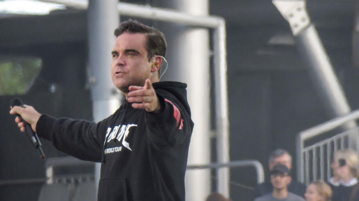 PHOTOS Attentat de Manchester: Robbie Williams émeut le public durant le concert hommage