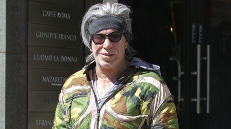PHOTOS Mickey Rourke: petit sac à main, caleçon moulant et veste camouflage, son étonnant look