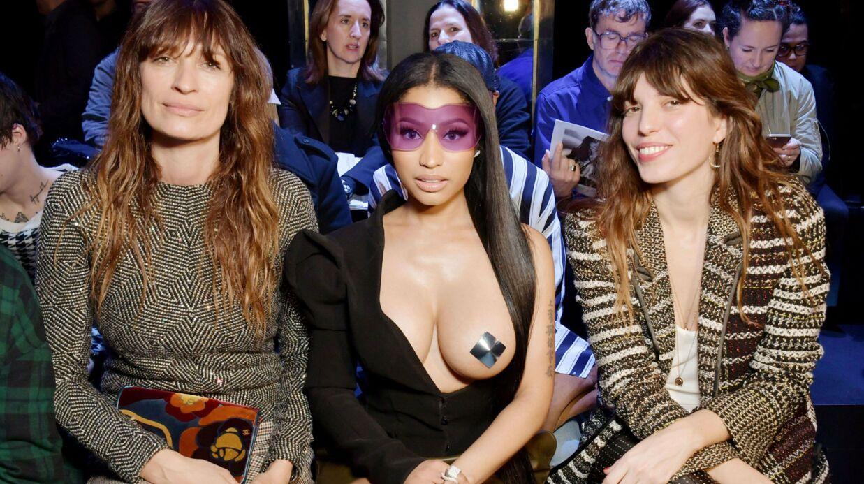 PHOTOS Nicki Minaj débarque un sein à l'air à la Fashion Week de Paris