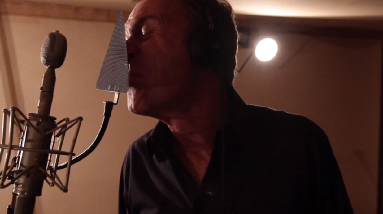 VIDEO Christophe Hondelatte: enfin le clip de Cybernight