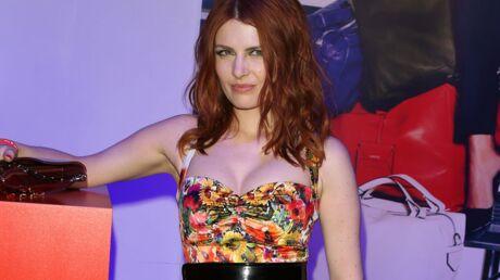 PHOTO Elodie Frégé dévoile (encore) sa poitrine pour un shooting sexy