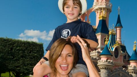 PHOTO Mariska Hargitay à Disneyland Paris avec son fils