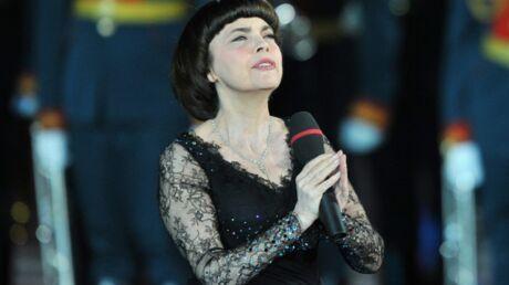Mireille Mathieu s'en prend aux Pussy Riot sur la télévision russe