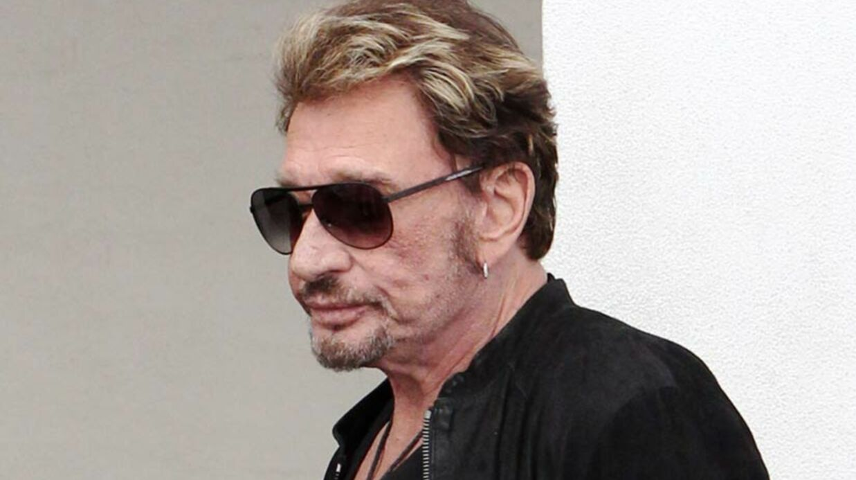 Johnny Hally­day est toujours hospi­ta­lisé à Los Angeles