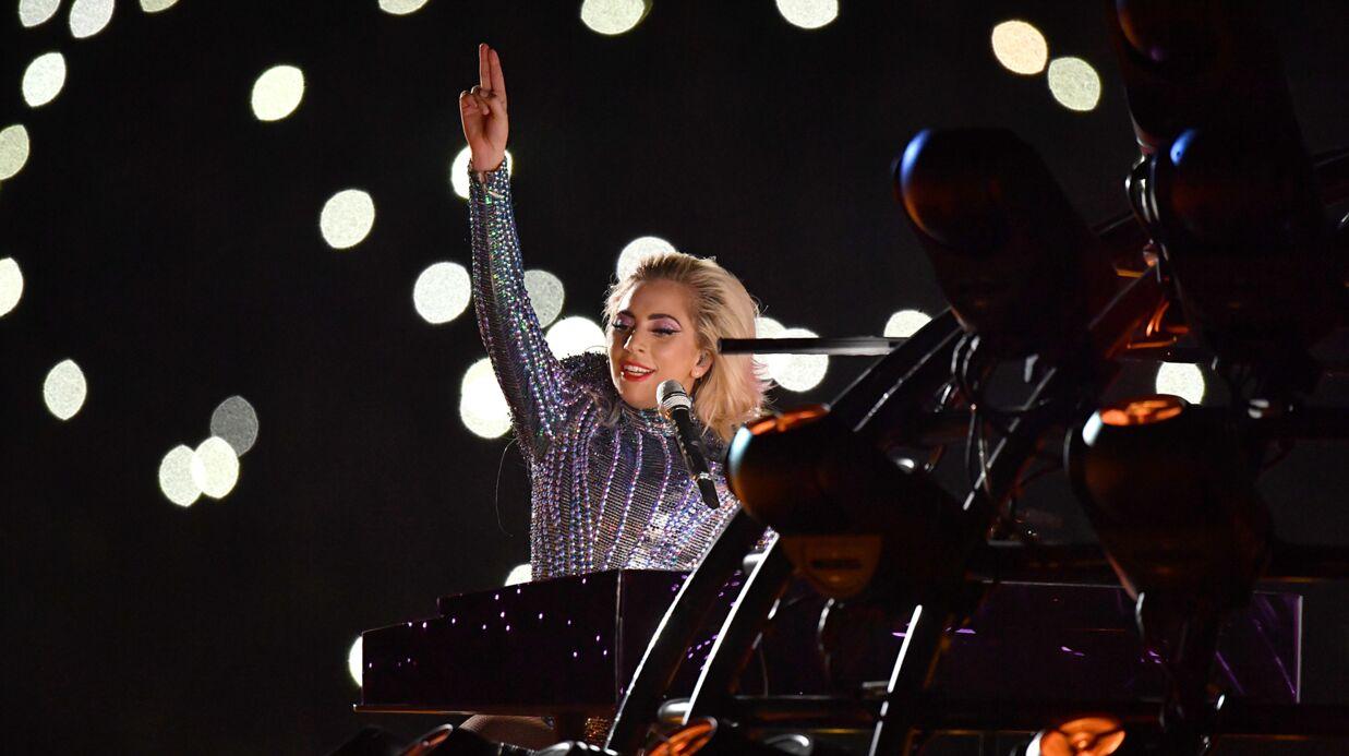 VIDEO Lady Gaga assure le show pendant sa performance au Super Bowl