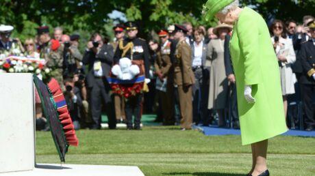PHOTOS La reine d'Angleterre: hommage en couleur pour les héros du D-Day
