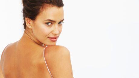 Irina Shayk: décolleté plongeant et glaçon entre les lèvres, la photo torride