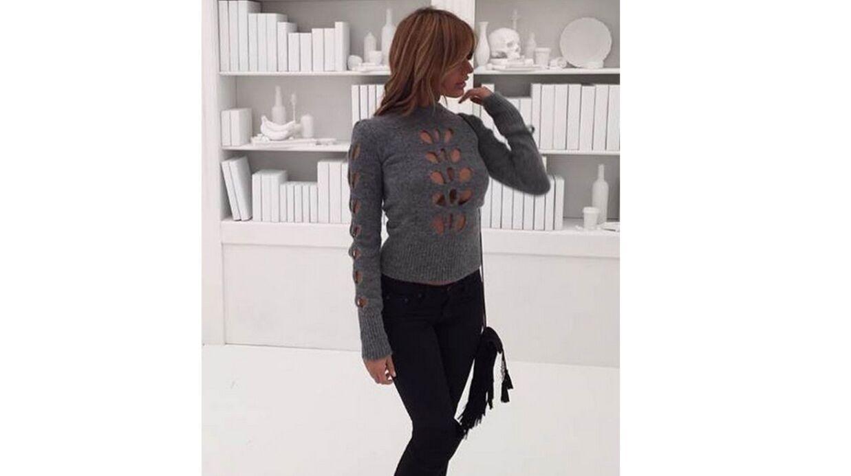 PHOTO Zahia exhibe son MEGA décolleté dans un pull très… conceptuel
