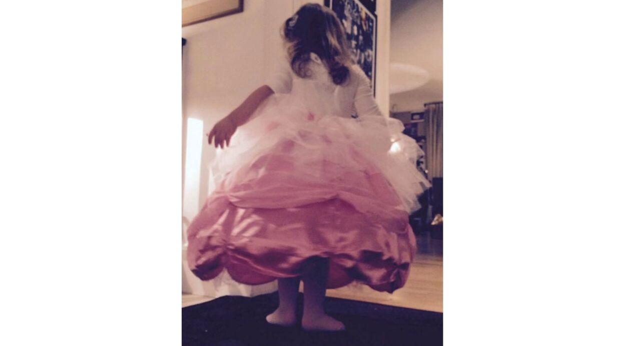 Carla Bruni Sarkozy publie une photo mignonne (et drôle!) de sa fille Giulia