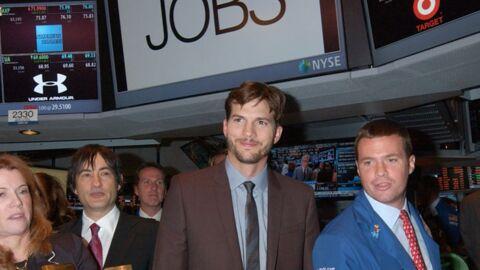 PHOTOS Ashton Kutcher ouvre la bourse de New York pour le film sur Steve Jobs