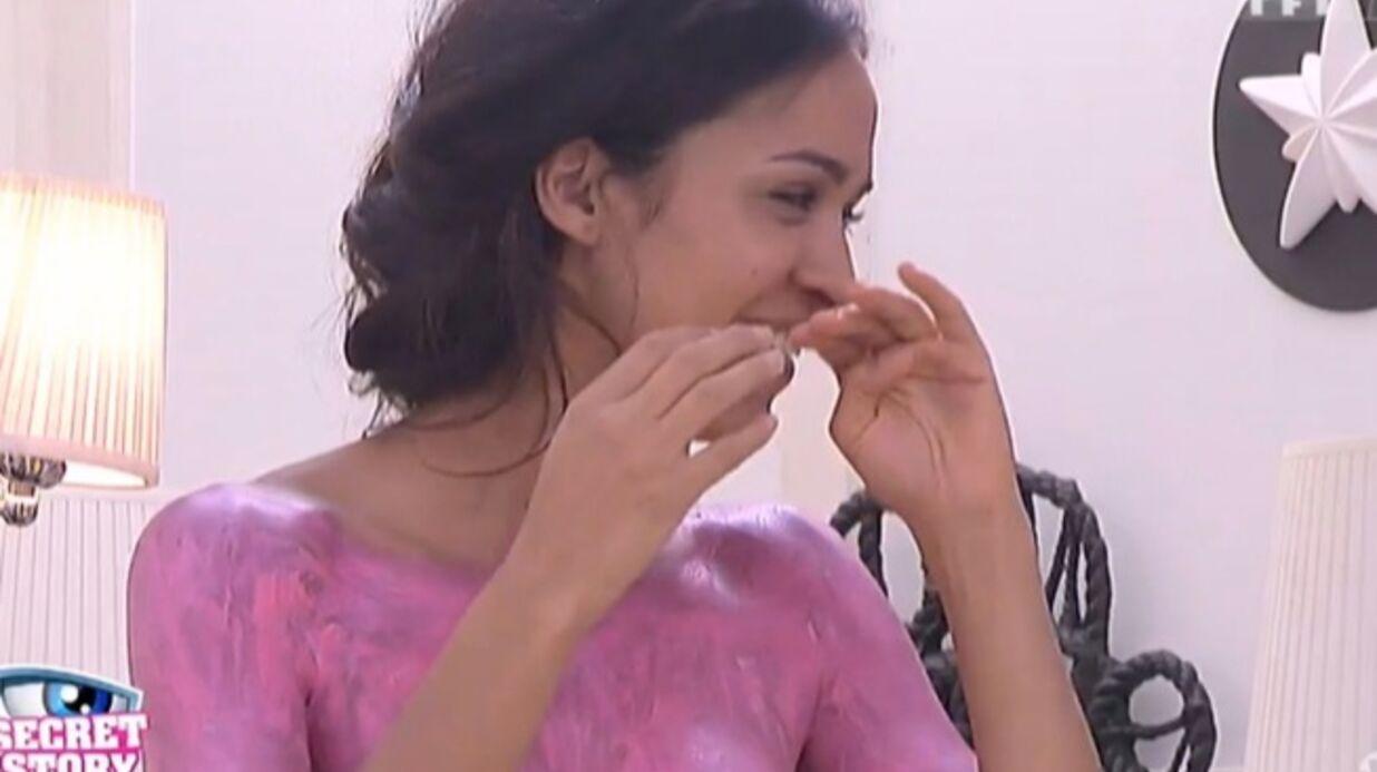 Secret Story 8: Steph peint les fesses de Leila (à mains nues)