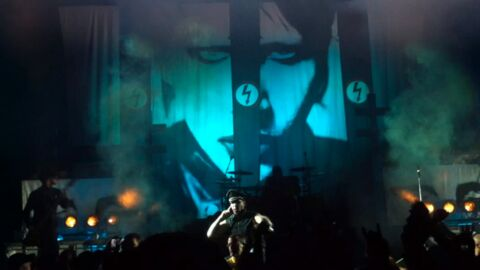 VIDEO Marilyn Manson s'écroule en plein concert