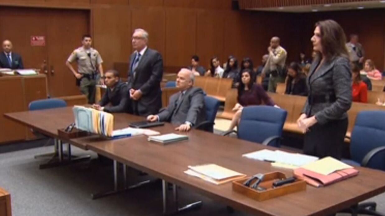 VIDEO Rihanna accompagne Chris Brown au tribunal
