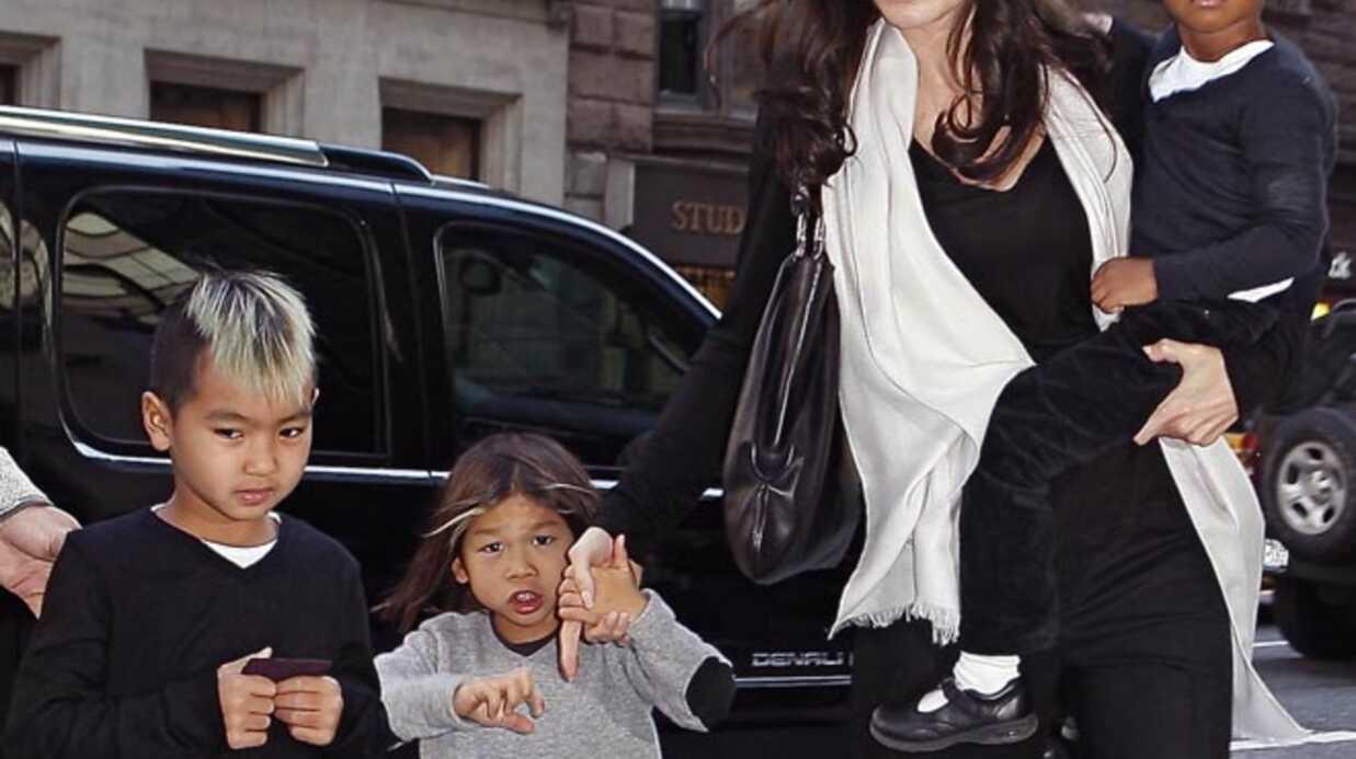 Angelina Jolie: son fils braque les paparazzis avec son fusil (en plastique)