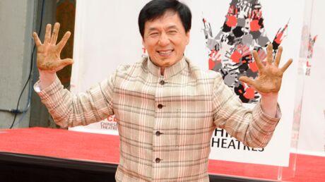 DIAPO Jackie Chan surexcité pour la pose de ses empreintes sur Hollywood Boulevard