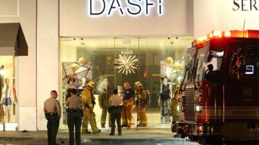Au feu, les pompiers