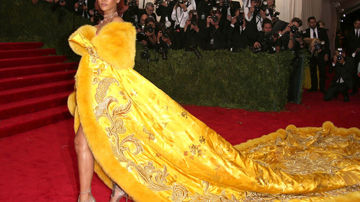 Rihanna: moquée à cause de sa robe omelette, elle répond!