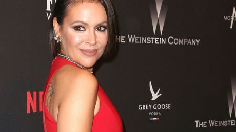 PHOTO Alyssa Milano « sexy sublime » en culotte transparente sur un lit