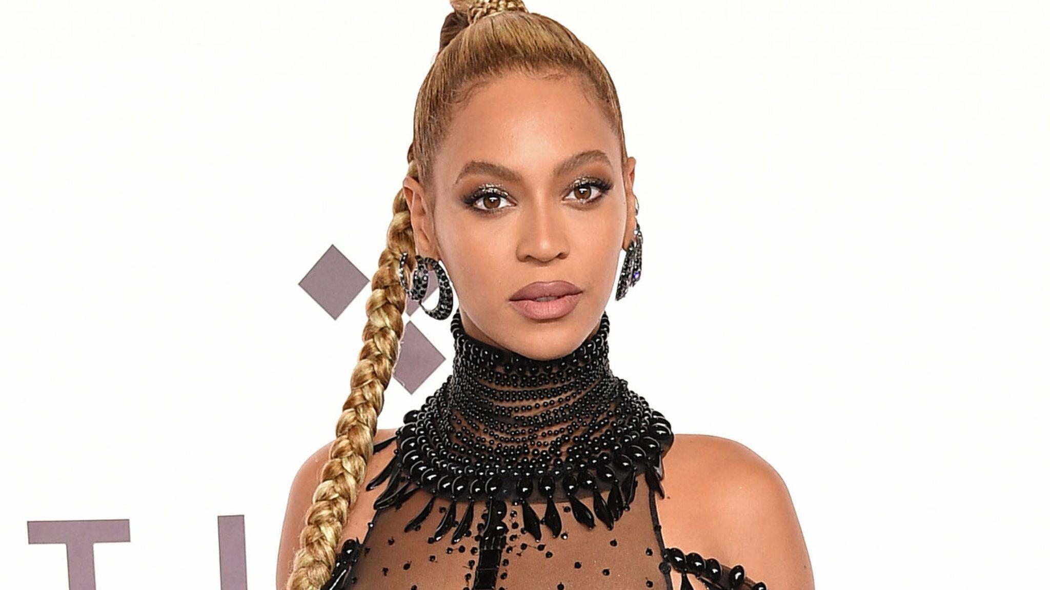 d2f8f766d0dd7 Beyoncé habille sa fille de 5 ans avec une robe à 26 000 dollars - Voici