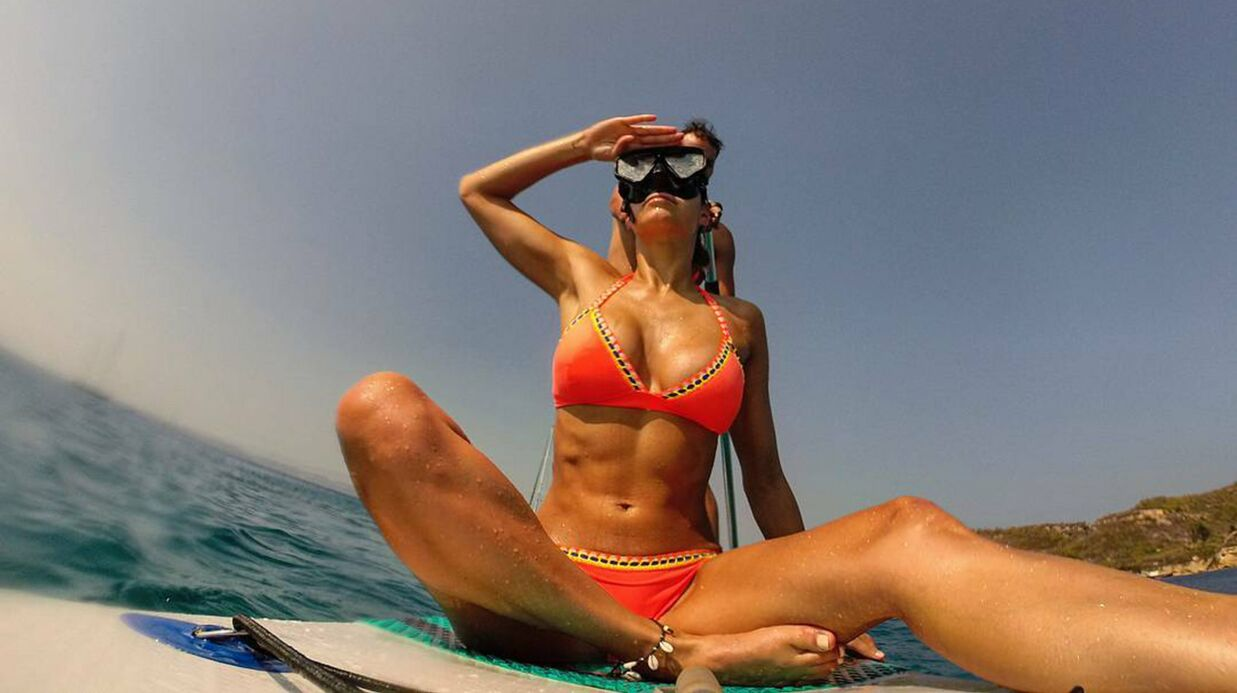 PHOTOS En bikini, Laury Thilleman affiche sa silhouette de rêve