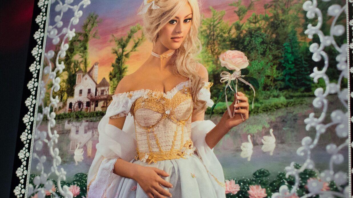 PHOTOS Zahia Dehar devient Marie-Antoinette pour une exposition