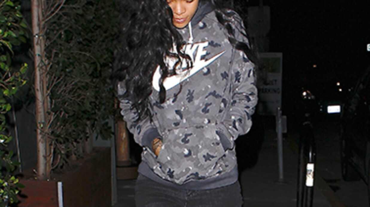 PHOTOS Rihanna réapparaît avec de longs cheveux bouclés