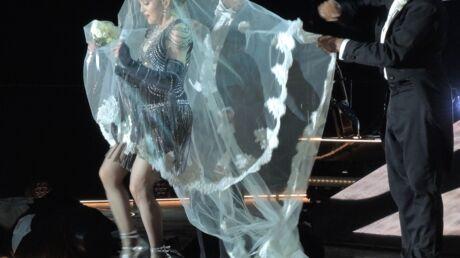 VIDEO Madonna: encore une grosse galère de costume sur scène
