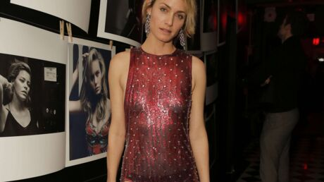 PHOTOS Amber Valletta ose une tenue qui ne cache pas grand chose