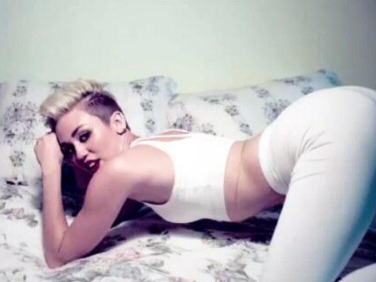 Miley Cyrus chauffe Liam Hemsworth sur Twitter