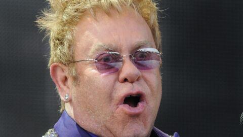 En concert, Elton John s'en prend à une femme… avant de s'excuser en l'invitant sur scène