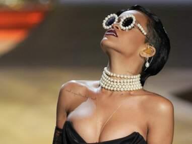 Rihanna en porte-jaretelle au Défilé Victoria's secret