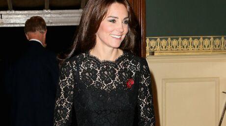 DIAPO Kate Middleton glamour dans une robe en dentelle et en transparence