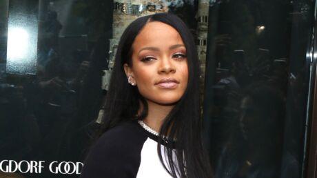 PHOTO Rihanna dévoile un sein en couverture d'un magazine