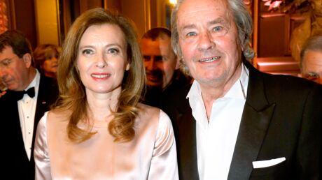 Valérie Trierweiler, invitée à déjeuner et soutenue par Alain Delon