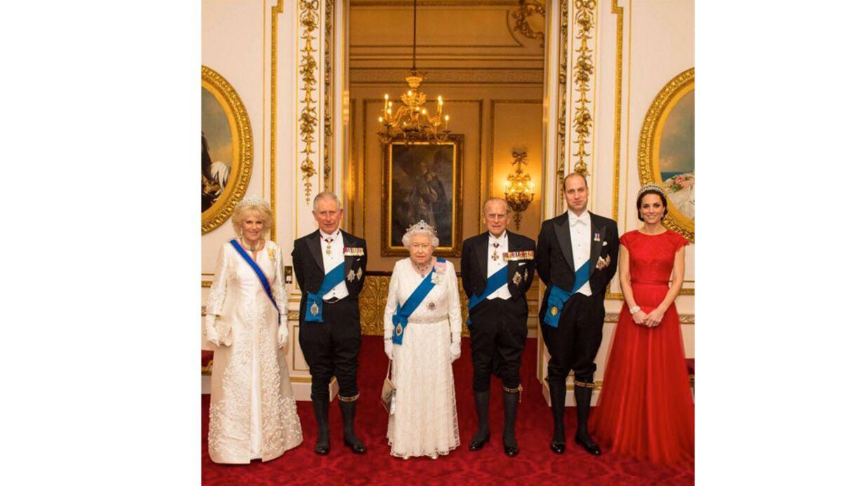 La famille royale britannique s'offre une nouvelle photo officielle: l'hommage de Kate à Diana
